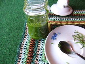 readily made pesto with parsley and wlanuts