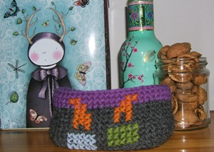 crochet basket embropiderd with candles