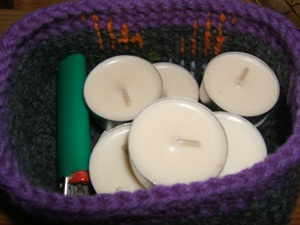 wollen basket for tea candles